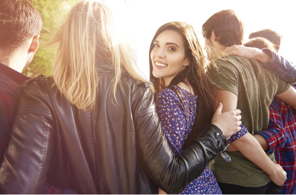Mit Freunden die Freizeit verbringen in Kleidung mit Ihrem Logo als Textildruck: wirksames Marketing
