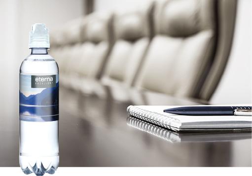 Wasserflasche bedruckt mit Ihrem Marken-Logo für die nächste Konferenz, hier anfragen