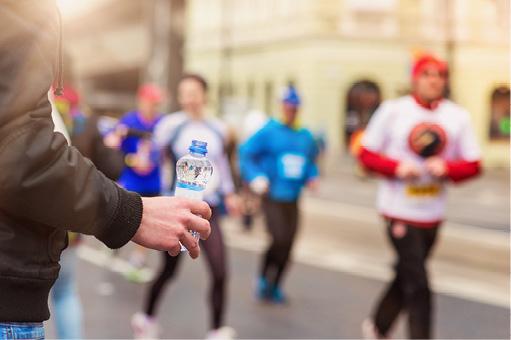 Klassische Wasserflasche mit Ihrem Logo-Druck als Sponsoring auf der nächsten Sport Veranstaltung